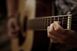 Play minor pentatonic scale on acoustic guitar