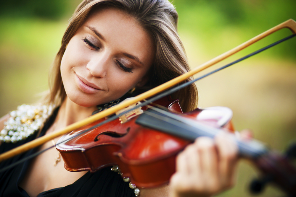 musician woman playing violin