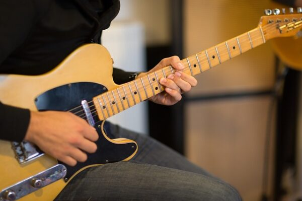 5 Tips to Turn a Guitar Riff Into a Song